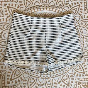 🆕🛍✨ MINKPINK Checkered Daisy Shorts